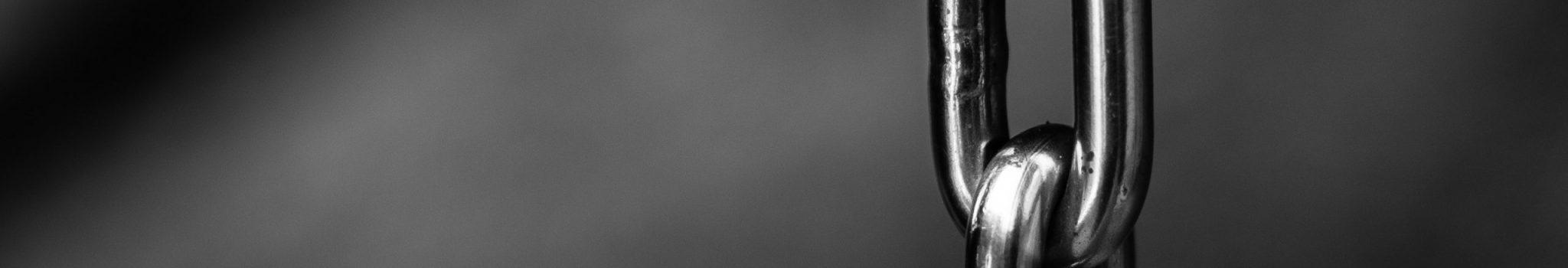 blur-chains-chrome-close-up-220237